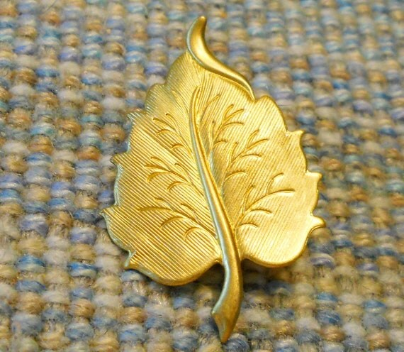 Brass Curved LEAF Pin Brooch / Tie Tack -- Unisex, Gift Boxed -- Large, Fall, Autumn, 3-Dimensional, Christmas, Birthday