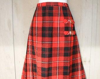 Vintage HIGHLAND QUEEN Scottish Tartan In Red And Black Plaid