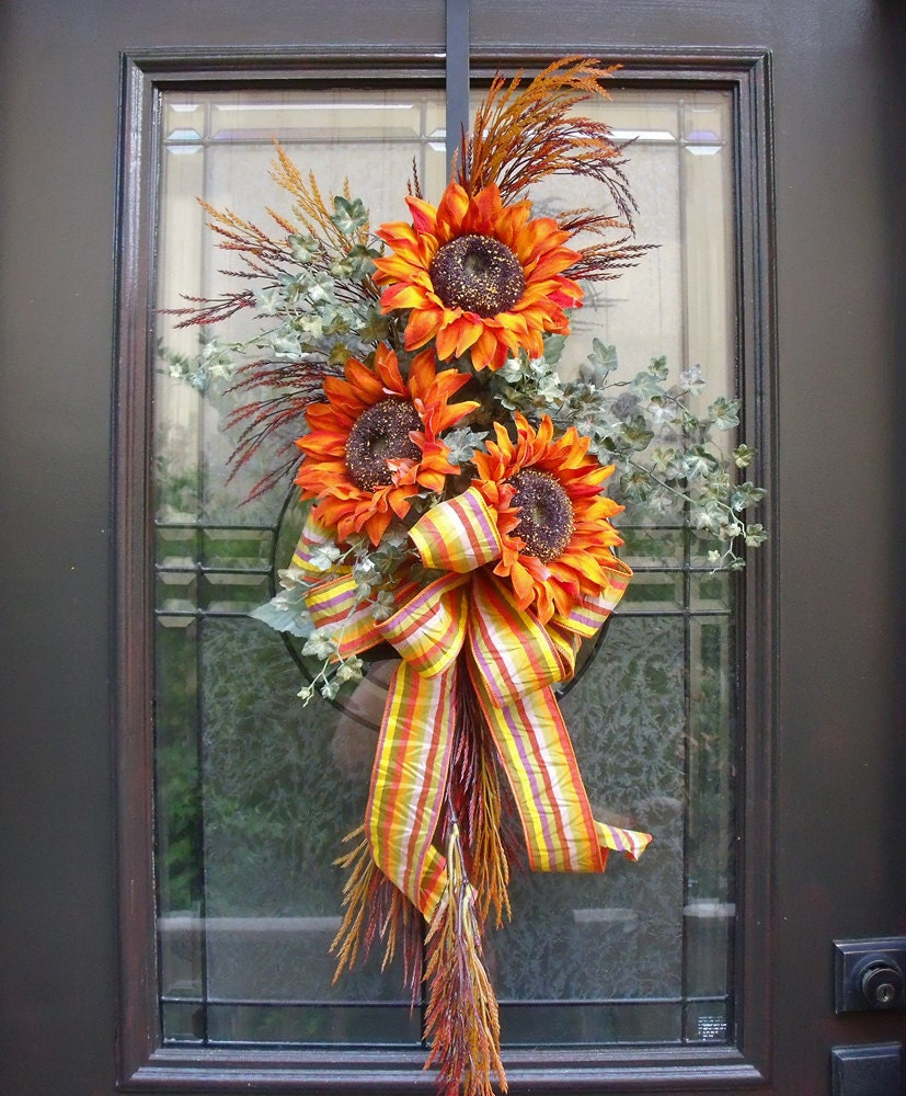 Sunflower swag fall decorations wall floral arrangement for Autumn flower decoration