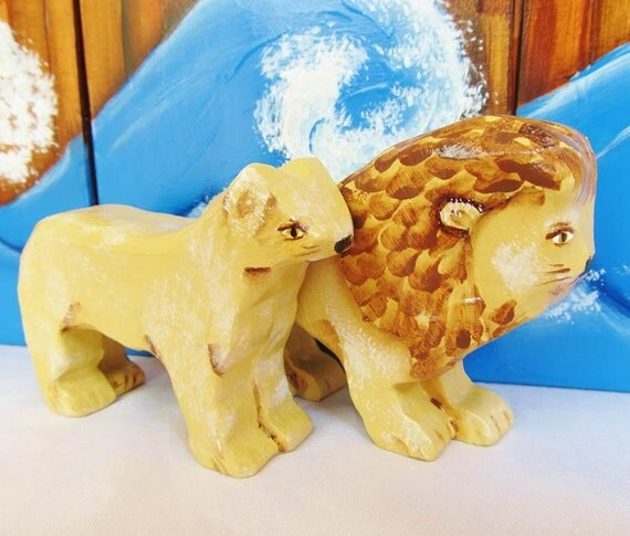 Wooden Noahs Ark Lion and Lioness