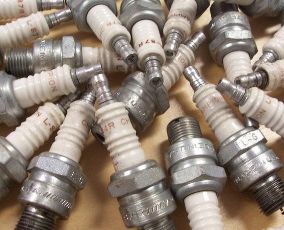 VINTAGE Spark Plugs Twenty Five (25) Vintage Used SPaRK PLUGS Robot Parts Car Parts ARt Supplies Geekery Auto Parts Destash (G82)