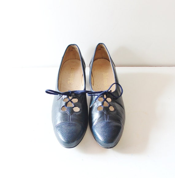 Vintage 60s Johansen Low Heels - NAVY Blue Corset - 10.5 Narrow