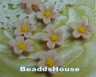 650-00-CA  8pcs Beautiful Resin Flower Cabochon - Pale Blush withYellow