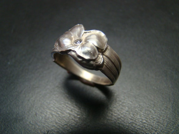 Exquisite Sterling Silver Pansy ring with genuine diamond