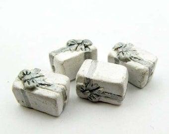 4 Tiny Wedding Present Beads - CB651