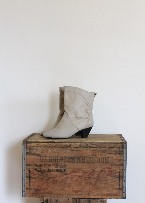vintage ankle boots 1980s short mid calf length off white leather ruched pixie boho ankle heel boot