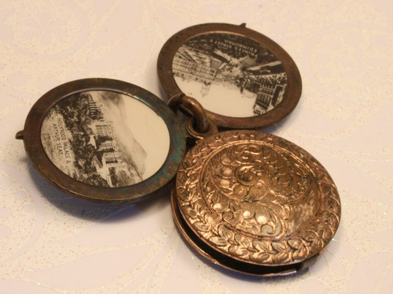 Vintage souvenir photo pendant. Edinburgh. Scotland