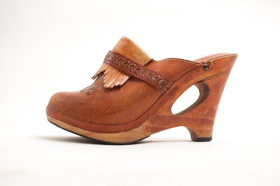 Vintage 1970s Wood Clogs - 70s Platform Clogs - Raw Sienna Brown Leather - 5N
