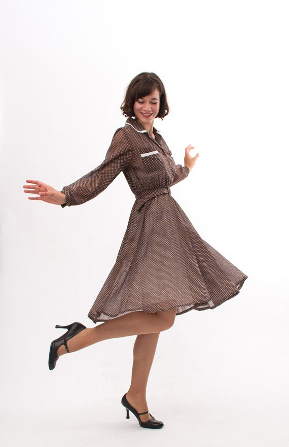 Vintage 1970s Shirtwaist Dress - 70s Day Dress - Brown and White Dotted Bows