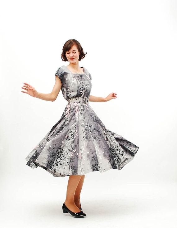 Vintage 1950s Dress - 50s Full Skirt Dress - Grey Painted Floral Print