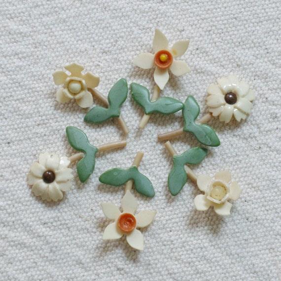 Vintage Bakelite Plastic Posies Flowers Charms Supplies