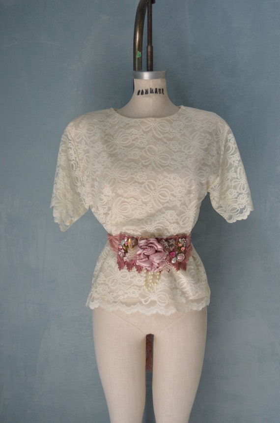 Vtg Romantic Shabby Chic French Cottage Lace Blouse Top w Lace Pearls and Flowers Belt