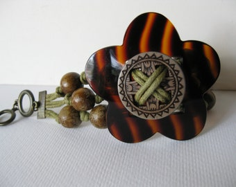 Vintage Wood Beads and Plastic Bracelet