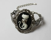 PROMO PRICE Simple cute and elegant victorian bracelet with black cat cameo cameo 40x30