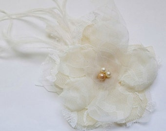 Ivory Bridal Hairpiece, Ivory Fascinator, Wedding Flower Hair Clip, Lace Headpiece, Bridal Accessories, Champagne Wedding, Bridal Accessory