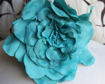 Green   color  silk   flower  with pin  back 1 piece listing big size 8 inch wide