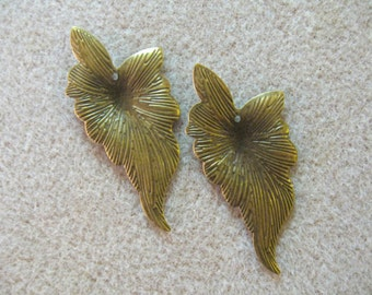 Antiqued Brass Leaf  Finding, Focal  Beads,  Leaf Pendant, Jewelry Making, Charms  (2)