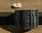 Rugged cuff in black