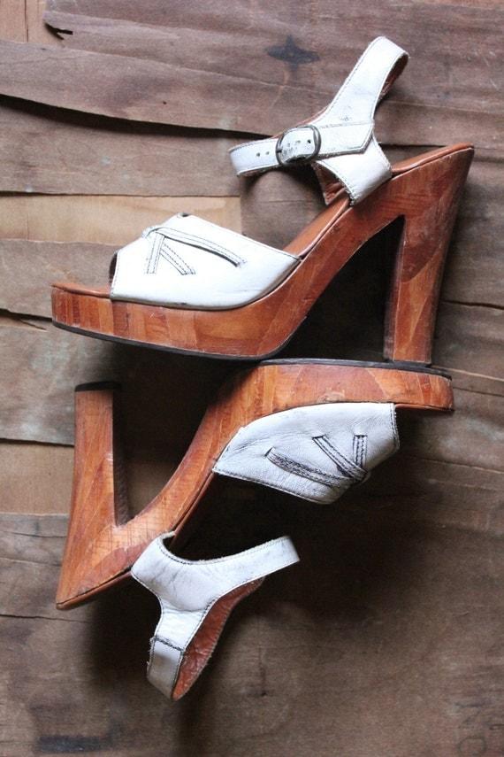 Reserved for Melissa, Vintage 70's Boho Quali Craft Wooden Platform Sandal Heels in White distressed leather, size 8