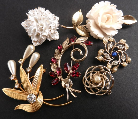Vintage Brooch Lot -  Flower & Rhinestone Costume Jewelry Pins /  Elegant Pins