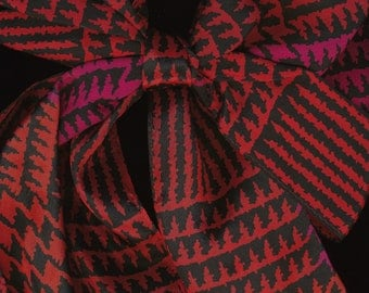 Vintage Liz Claiborne abstract hounds tooth in red black magenta