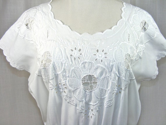 Mexican white cotton dress with floral cutouts 1970s. Bohemian Summer.