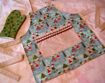 SALE Youth Apron Child Apron Child's Reversible Christmas Apron with Play Oven Mitt -Winter Wonderland - Kids Holiday Apron