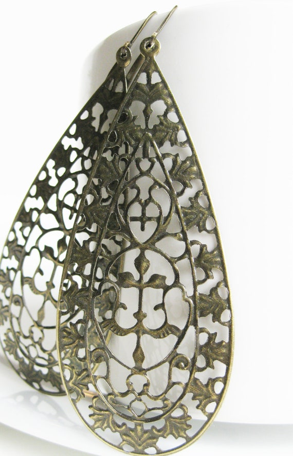Huge Filigree earrings. Antiqued Brass earrings. Statement piec. Detailed decorative scroll. Silk Road. Paisley Mehndi Sari