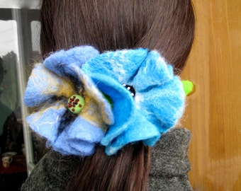 "A felt barrette ""Blue flowers"""
