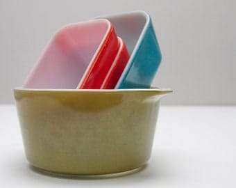 Collection of Vintage Pyrex Dishes