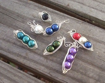 Silver wire Peas in a Pod necklace