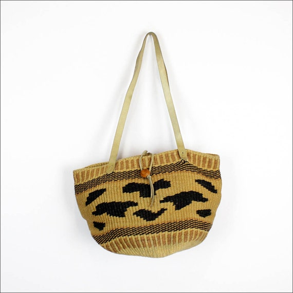 tribal straw market bag / woven bucket tote / leather straps