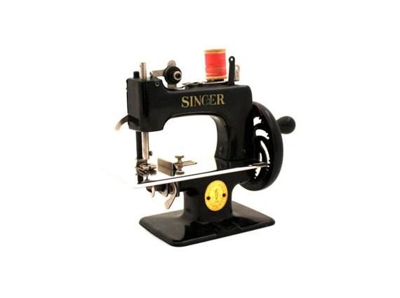 Vintage 1950's SINGER Sewhandy Model 20 Toy 301 Sewing Machine