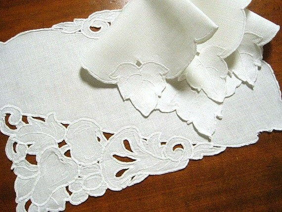 Vintage Linen Placemats Matching Napkins, Set of 4 Creamy Linen Cutwork Embroidery, Excellent Condition