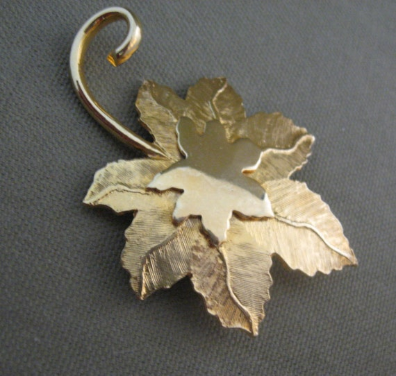 Vintage Gold Metal Maple Leaf Brooch Designer Signed Roget
