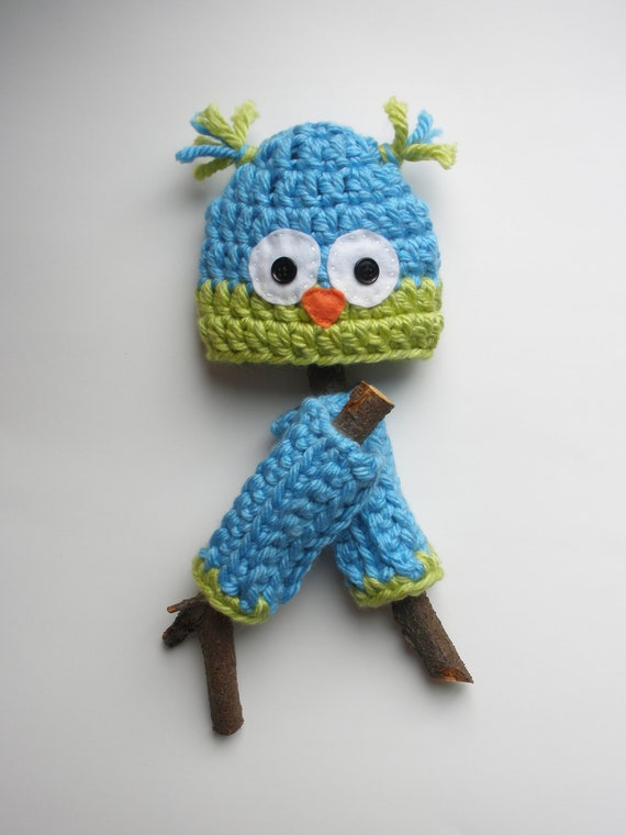 Wide Eyed Owl Hat Leg Warmers Photo Prop Set for Newborn Baby Boys or Girls - Bright Blue and Lime Green