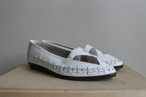 Flats / Loafers / Flat Shoes / White Leather Woven With Metallic Geometric Toe / Size 7.5