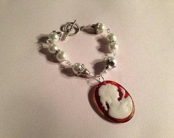 Cameo Bracelet - Pearl Jewelry - Silver Jewellery - Tortoise Pendant - Wedding - Woman - Silhouette