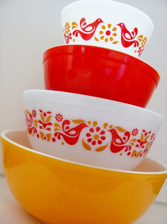 Pyrex Friendship Mixing Bowl Set 1970s