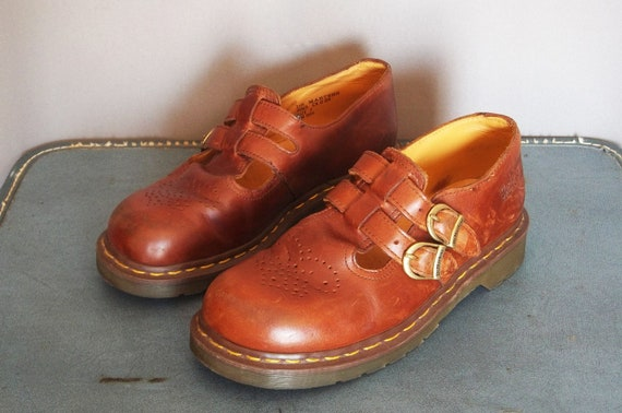 Vintage Dr. MARTENS Mary Janes Shoes. Women size 9.5  (41 Euro)