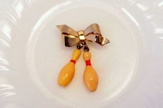 Vintage Bakelite Brooch 2 Bowling Pins on a Bow
