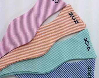 Monogrammed Seersucker Mens Bow Tie - Pick your color, Wedding bow tie, Groomsmen Gifts, Easter Bowtie