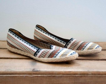 80s Vintage Woven Stripe Slip On Loafers. Espadrilles (Size 6 US)