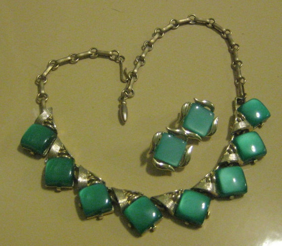 Vintage 50s CORO green thermoset parure necklace and earring set