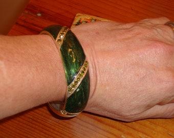 Knock Out Sparkling Glitter GREEN Enamel Vintage CLAMPERCuff/Bangle Bracelet W/Sparkling PERIDOT Rhinestones