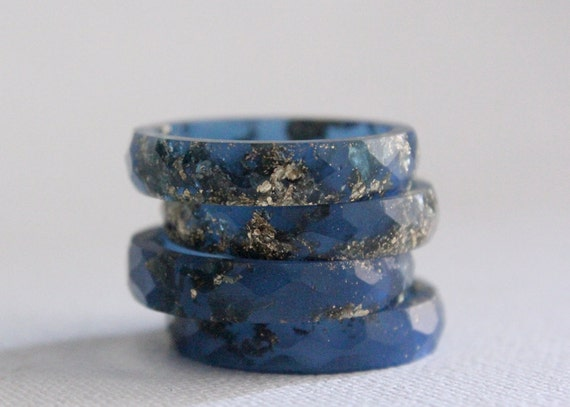size 7.5 thin multifaceted eco resin midnight blue with gold flakes