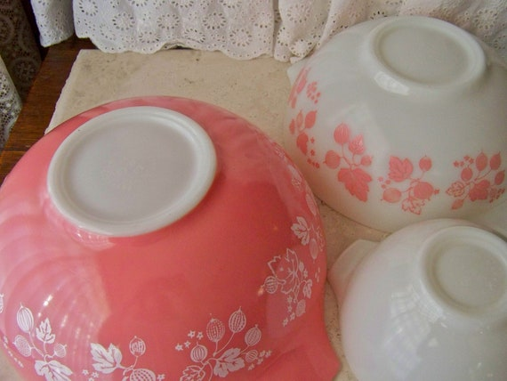Pink Pyrex Gooseberry Leaves Mixing Bowls Set RESERVED