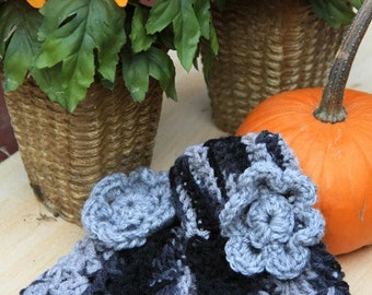Fingerless Gloves in Black Grey Multi with Grey Flower