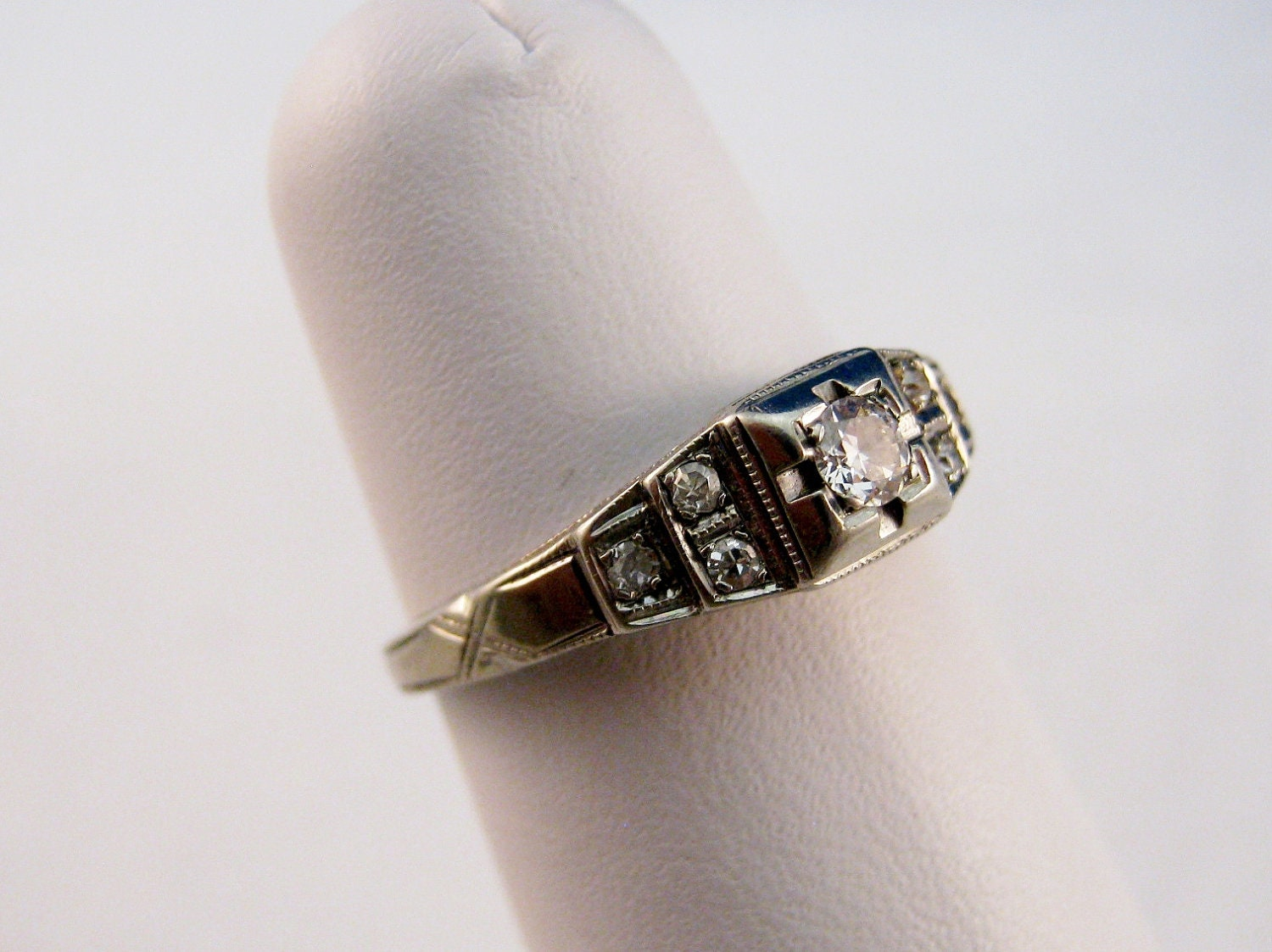 Vintage 1920 s Art Deco Diamond Engagement Ring 18kt