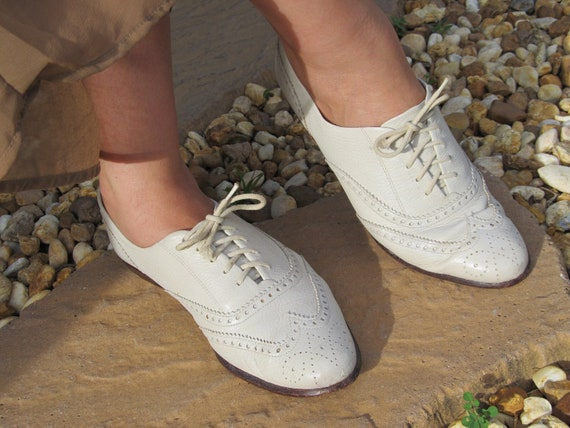 Womens Vintage Shoes White Leather Wingtip Oxford Flats